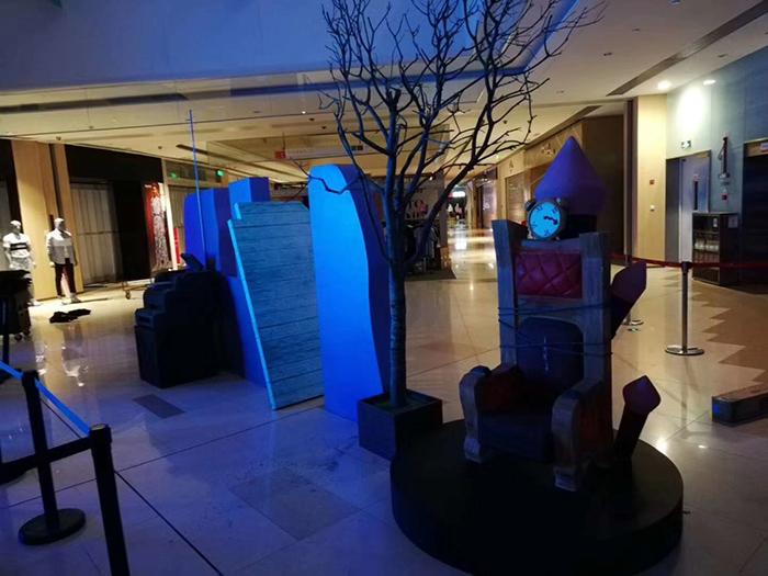 第五人格商场造景泡沫雕塑广告